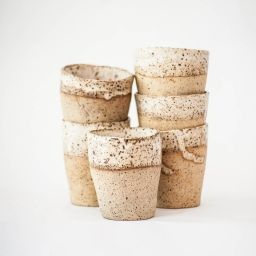Vasos de Cerámica de Gres. Hechos por la Artista chilena Margarita Zaldivar.