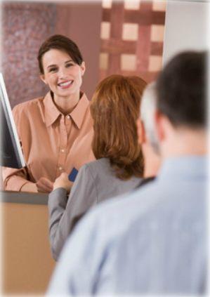 Cours en ligne - Comment traiter avec des clients difficiles ou hostiles -- Ce cours présente aux employés un survol des stress et des tensions qui entrent en jeu lors des interactions avec des clients instables et/ou hostiles. Les participants pourront acquérir une gamme d'habiletés qui les aideront à faire face à ces situations, et ils apprendront des techniques concrètes de communication et d'adaptation en vue d'affronter ces situations et d'améliorer leur performance.