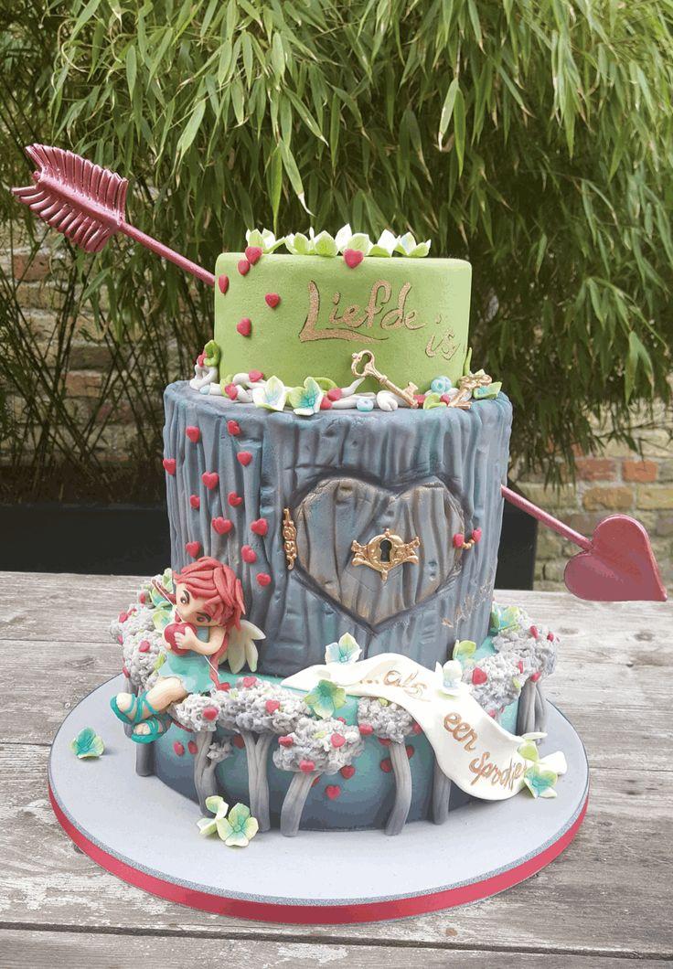 14 februari is het Valentijnsdag. Bij uitstek een dag om jouw liefde te verrassen met een bijzondere taart. Ga aan de slag met dit kunstwerk uit MjamTaart 40!