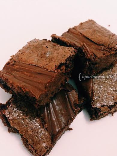 Quer aprender a fazer brownie de chocolate com Nutella? Além de delicioso, é muito fácil! Vem pra #Cozinha103 que a gente te ensina!