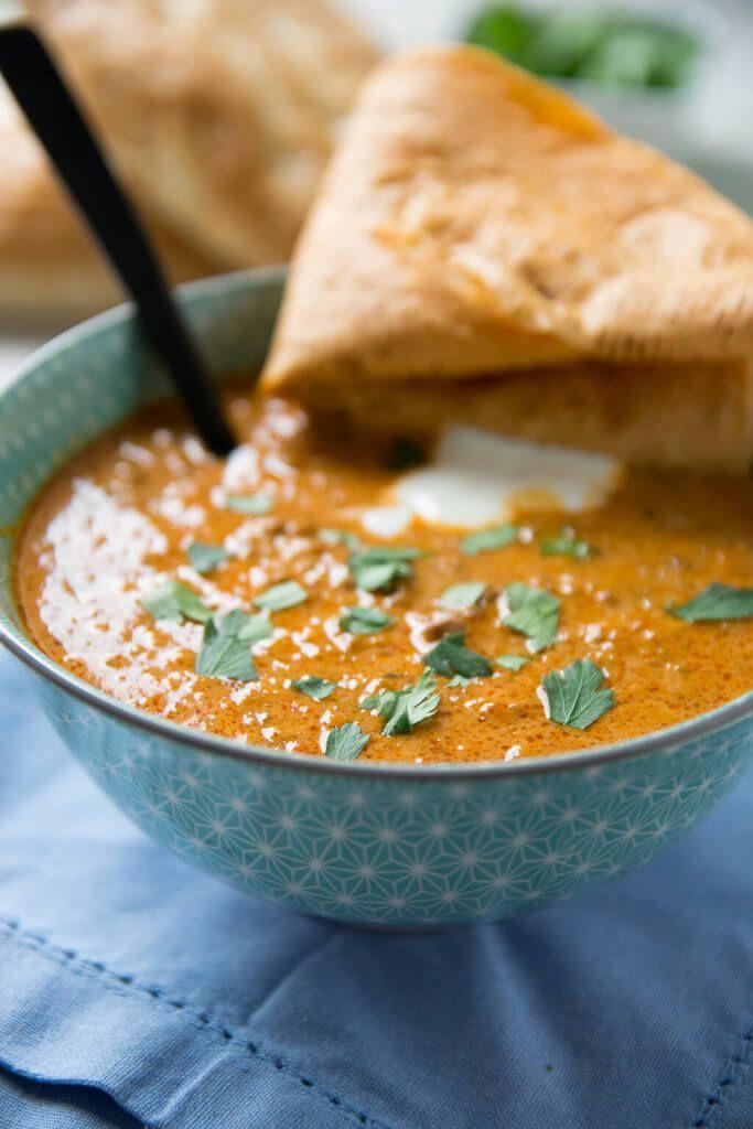Aromatische Ajvar Suppe mit Hackfleisch