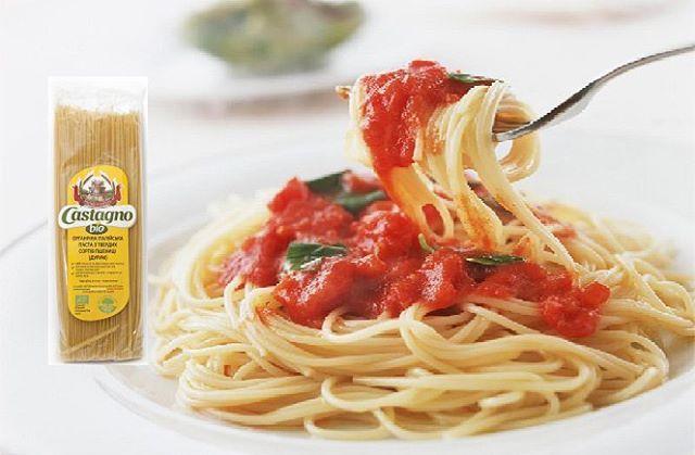 Спагетти под соусом - нарядно, вкусно и полезно!  Рецепт блюда предельно прост: органическую пасту Castagno отварить, выложить в тарелку и полить соусом ТМ KULA. #паста #органика #рецепты #соус #bebio_healthy #bio #эко #Castagno #KULA