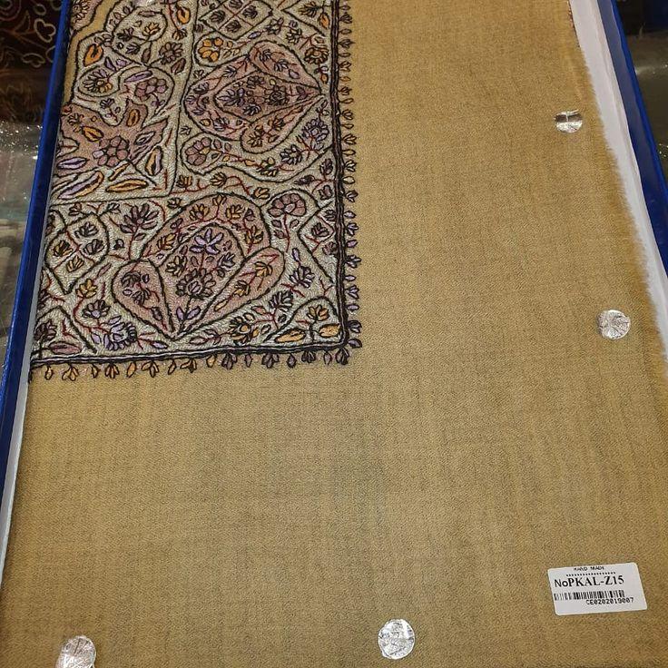 افضل محلات مصانع شماغ باشمينه بصراوي الرياض جدة مكة والمدينة الدمام الشارقة قطر الإمارات السعودية Home Decor Decor Rugs