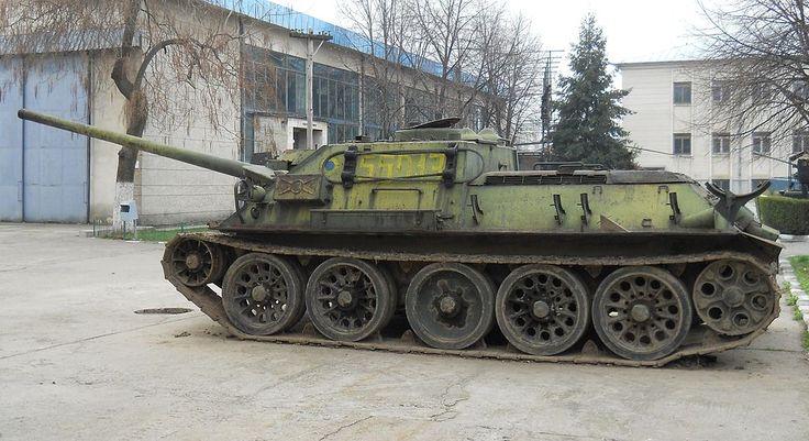 Czechoslovak-produced SU-100 tank destroyer Muzeul Militar Naţional.jpg