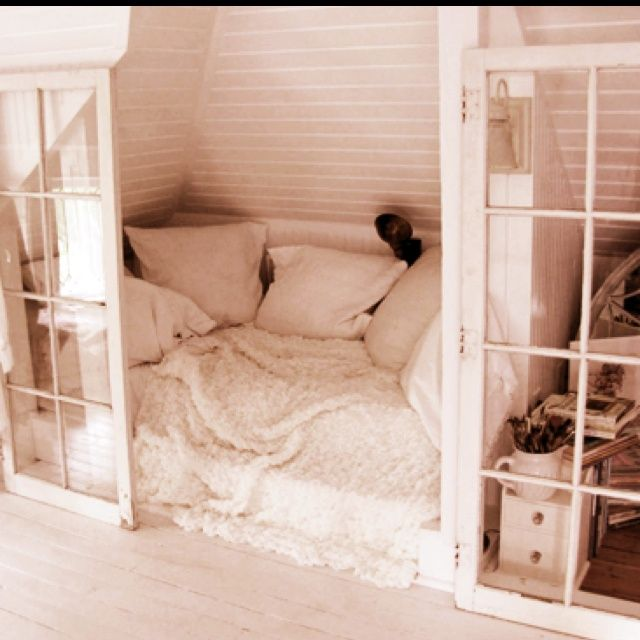 cozy nook | Cozy nook | design. brendon, don't think i'm crazy, but if we ever have a home together i would love to cozy up to you in a space like this. <3 1/21