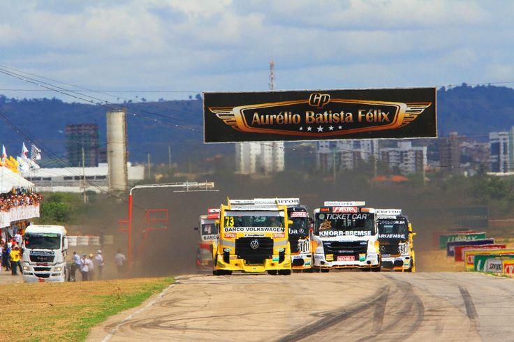 Fórmula Truck abre temporada 2014 com corrida em Caruaru; confira compacto com melhores momentos.