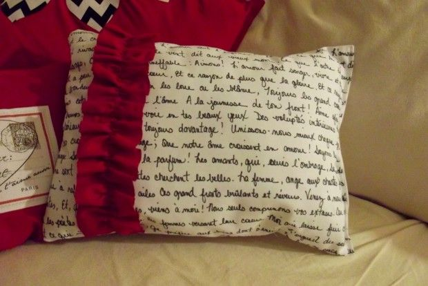 French Poetry Valentine's Pillow- 18 Romantic DIY Home Decor Project for Valentine's Day