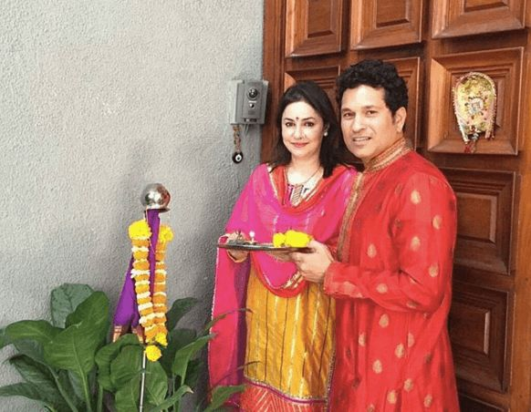 Gudi Padwa 2016: How Marathi Celebs Celebrated Gudi Padwa - http://whatshelikes.in/gudi-padwa-2016-how-marathi-celebs-celebrated-gudi-padwa/16032/