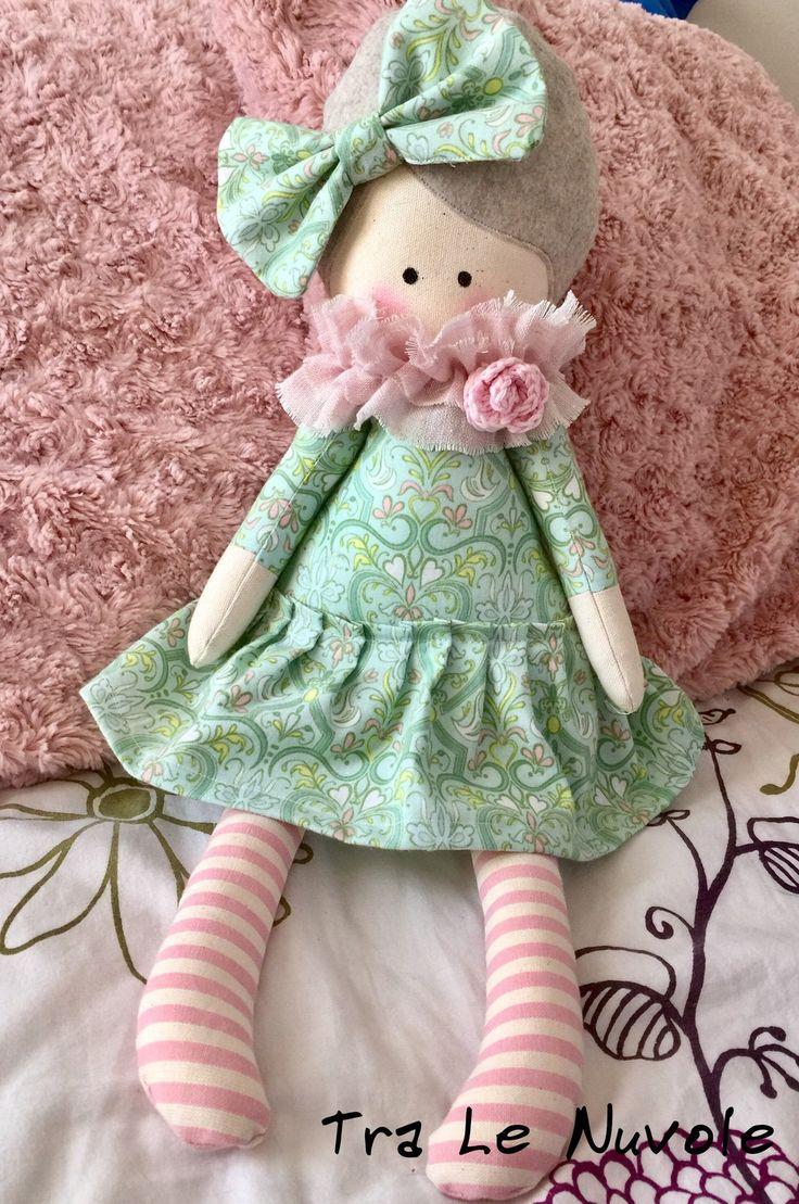 Bambola di stoffa con vestito verde - soft doll