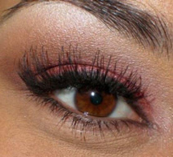 Trucco occhi castani, come valorizzarli? I consigli per un perfetto make up