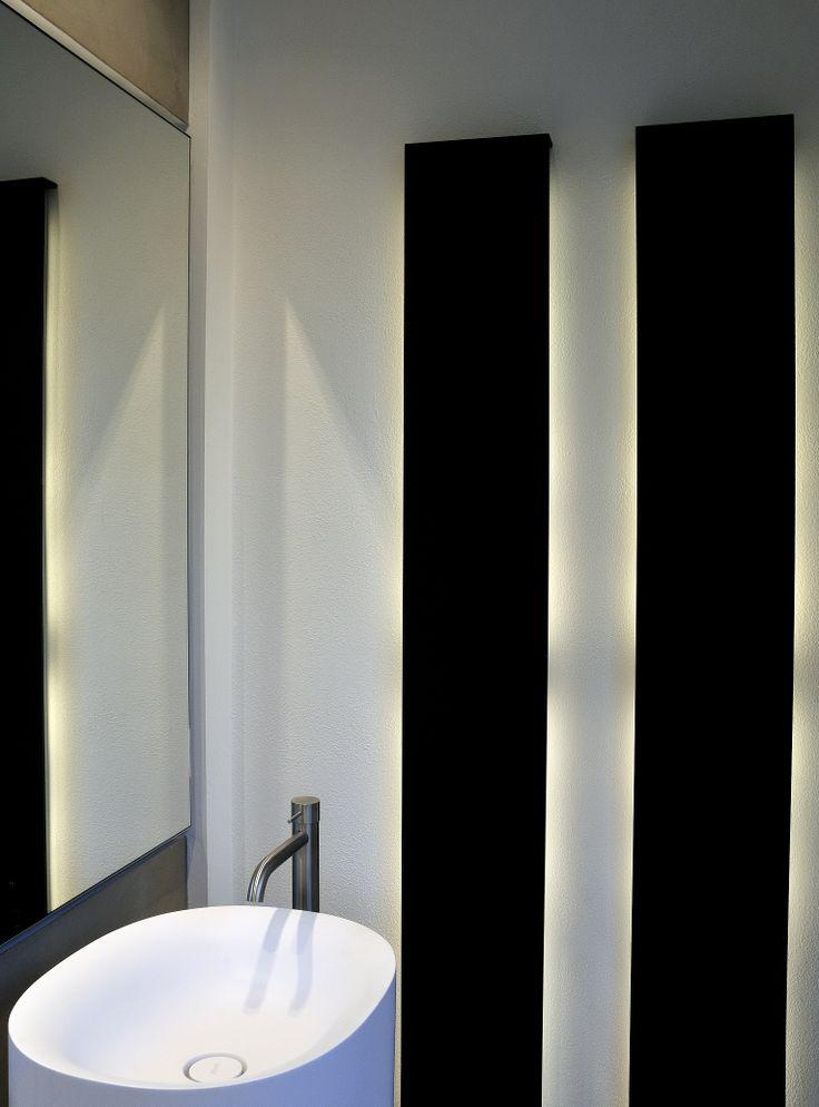 Mod. Sabbia in cristalplant e doppia colonna luci a parete.