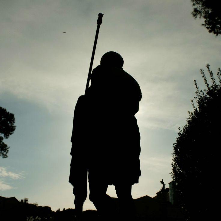silhouette of Giulio Cesare