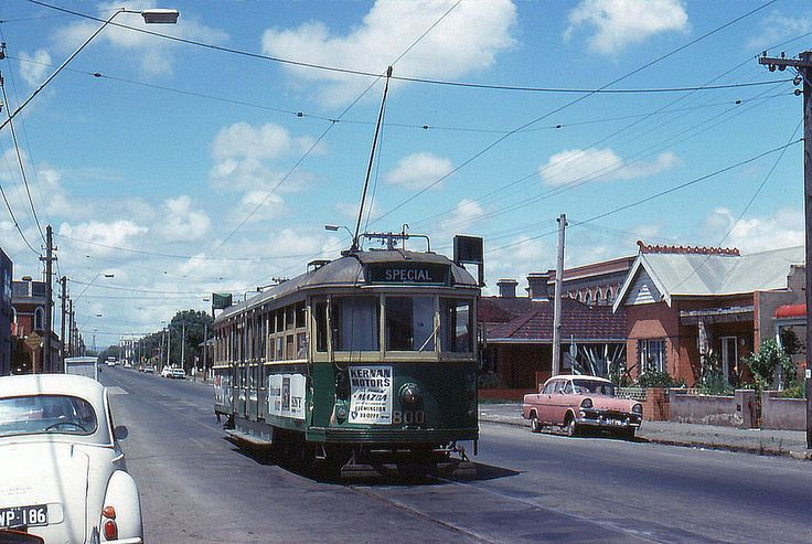 Melbourne W5.800 in Holden St., January 1976