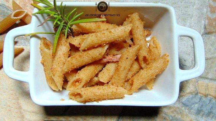 pasta piccante con speck e briciole di pane