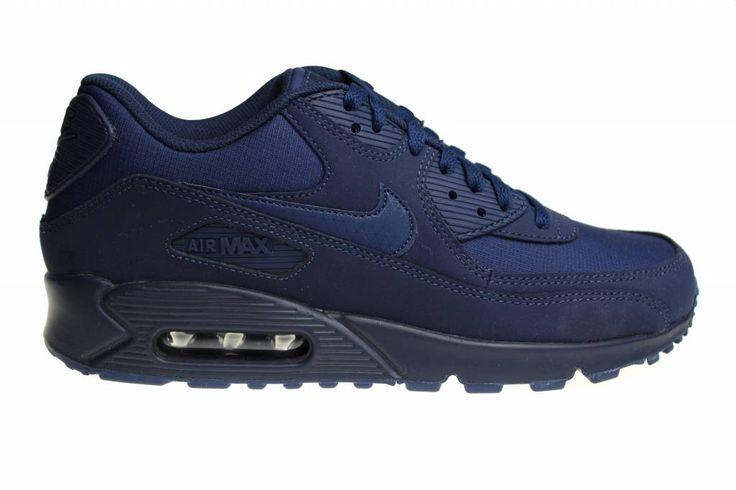 We hebben weer een Nike Air Max 90 Essential voor heren binnen. Na lange tijd is de Air Max 90 weer uitgebracht in het donkerblauw. Only at Sneakerpaleis!