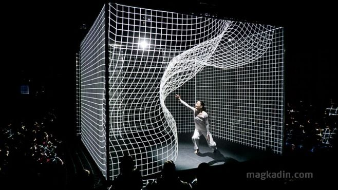 Light Bending Dance Performance – In Japanese, Hakanaï is used to express something that is transient, brittle, quickly disappearing, and between dreams and reality.