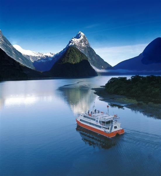 Milford Sound - New Zealand  www.facebook.com/globe.trotters.3