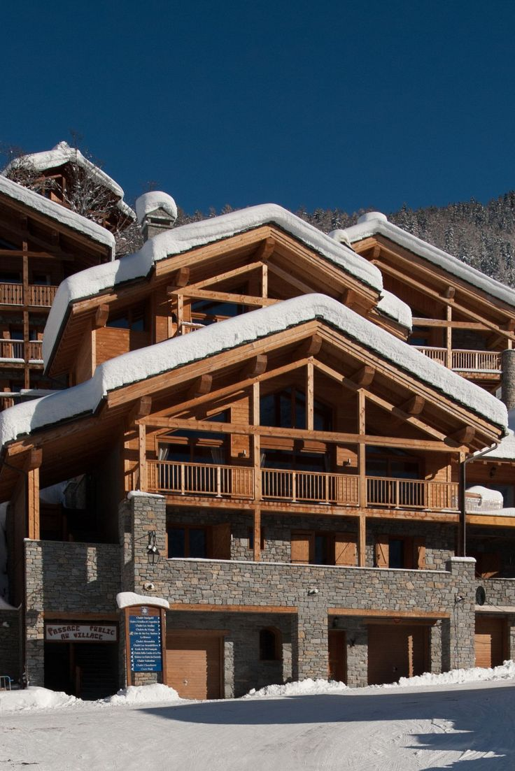 Are you looking for a chalet close to the slopes?  Grand Solliet is just a short, flat walk to the lifts, and barely a stone's throw from the centre of resort, the chalet offers a hassle-free skiing experience!