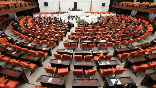 Başkanlık Sistemi Hakkında Mülahaza | Yazar : Sezai AKIN Çok şiddetli tartışmalar yaşanmasına sebebiyet veren yeni sistem hakkında bende elbette ki bir kaç söz söylemek isterim.Tarih boyunca diktatörlükler kuruldu darbeler yapıldı tek adamlık bir yerlerde var oldu. Demokrasi dünyada yüz yıllardır var olan bir kavram. Antik Yunan, Venedik , Hollanda... #Siyaset  http://www.mornota.com/baskanlik-sistemi-hakkinda-mulahaza/