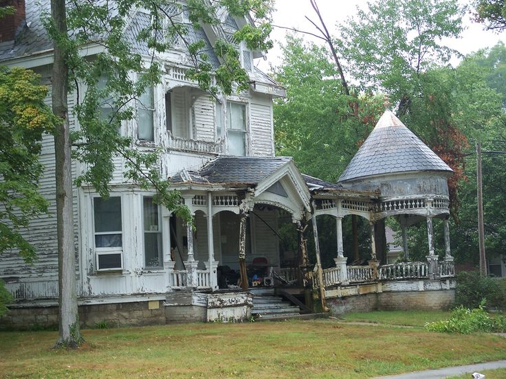 Abandoned Victorian Mansions | Awesome old Victorian somewhere near North Vernon, Indiana. Upon close ...