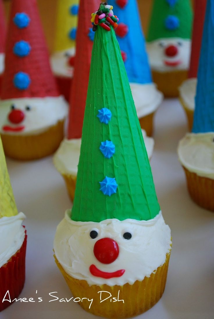 kids cupcakes ideas | Amee's Savory Dish: Carnival Clown Cupcakes- Fun for kids