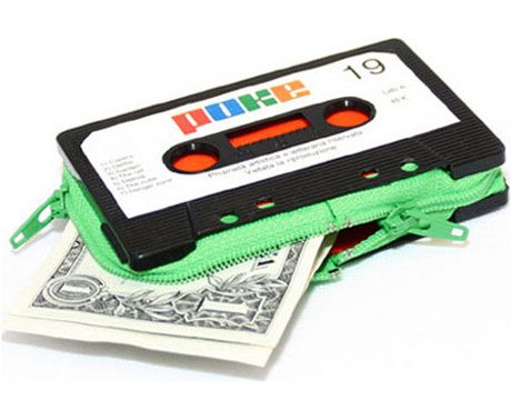 Google Image Result for http://www.thedailygreen.com/cm/thedailygreen/images/SU/CasetteTapeCoinPurse-TDG-RadicalReuse-fb.jpg