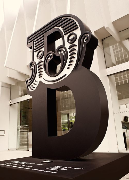 http://grecodesign.com.br/ Conception de l'identité visuelle de la 4e Exposition brésilienne de Design 2012. Primé par le Grand Prix de Design. Agence de Design et Concepteur de l'année 2012 pour Gustavo Greco, fondateur et DC.