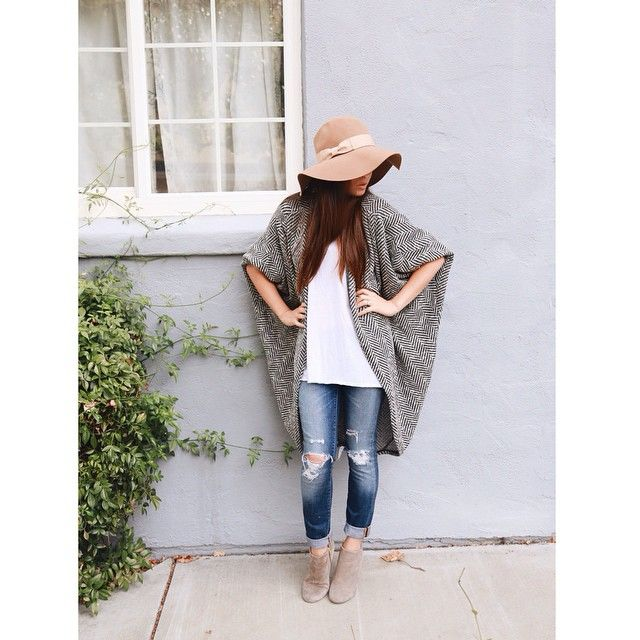 Fall outfit, oversize herringbone cardigan, camel tan floppy hat
