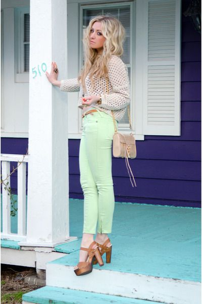 Loving these pastel jeans and crochet sweater - perfect for summer on the beach!