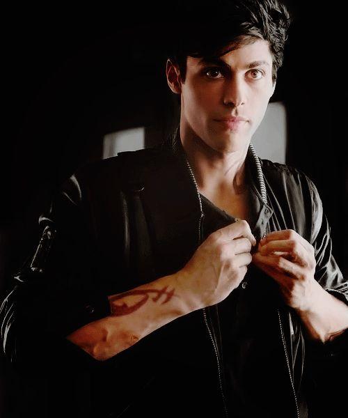 Alec in 1x07                                                                                                                                                      More