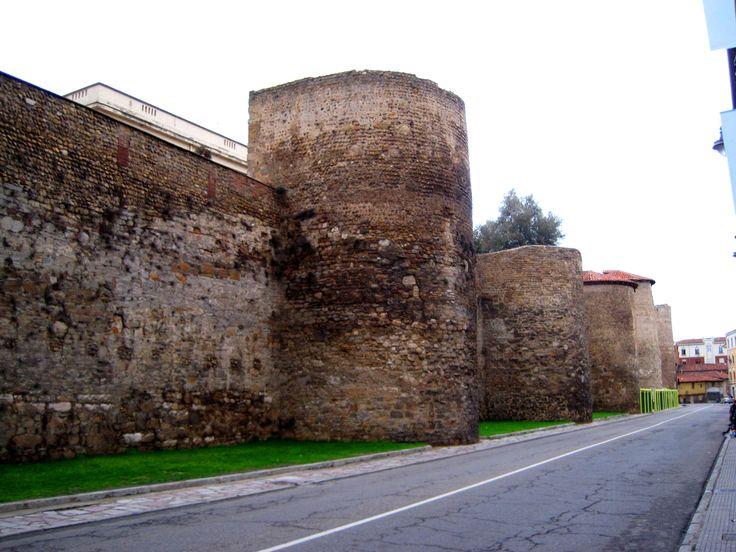 Cubos de la muralla romana de León, Camino de Santiago
