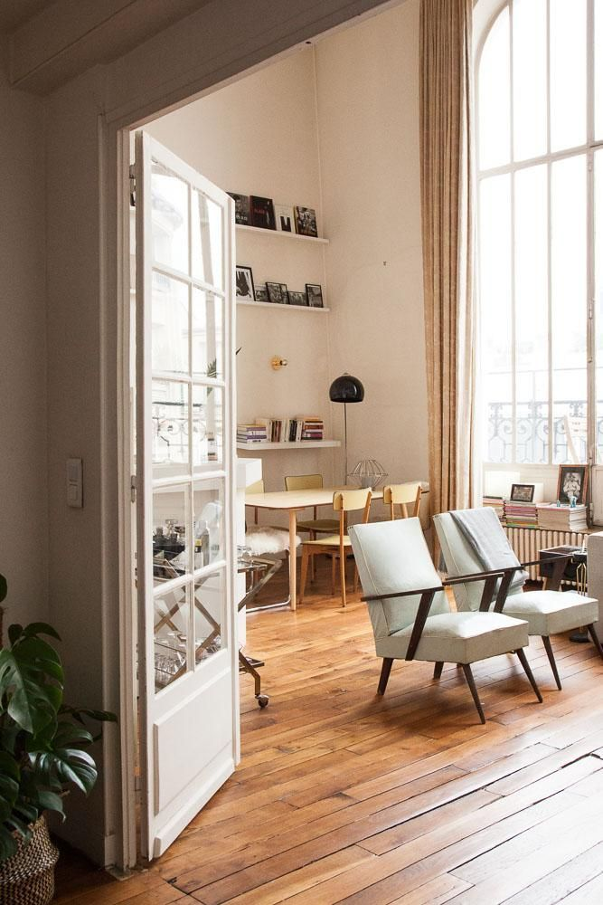 AN APARTMENT WITH STUNNING VIEWS OVER PARIS