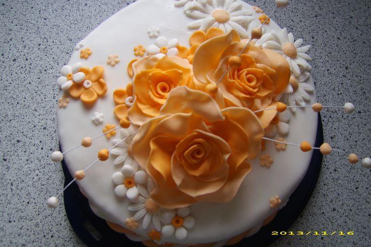 4 kg torta, plnka : pribináčik s čerstvými malinami a čučoriedkami