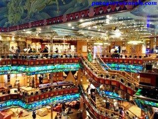 Una ciudad a bordo #cruceroconniños http://www.pacoyverotravels.com/2014/03/razones-para-hacer-un-crucero-con-ninos.html