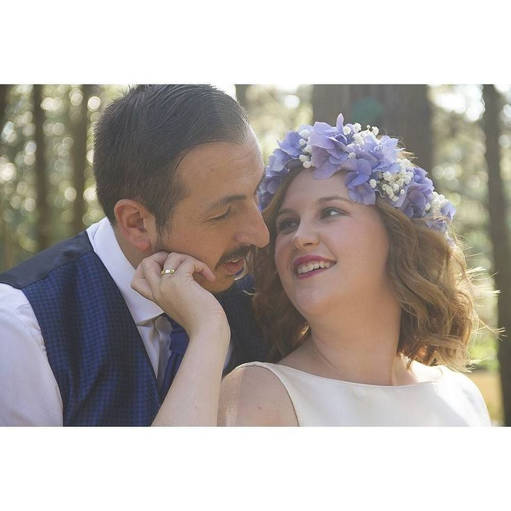 Hoy hace un año que estábamos de boda con estos dos guapos. Feliz aniversario! #bodasasturias #fotografoasturias #fotografiaboda #postboda #bodaselnorte #montaña #Asturias #fotosasturias #love #flores #tocadonovia #flower #bodas2016 #peñamea #llanera #felicidad #wedding #wedpic #wedphoto #love #back #bridal #book #happiness