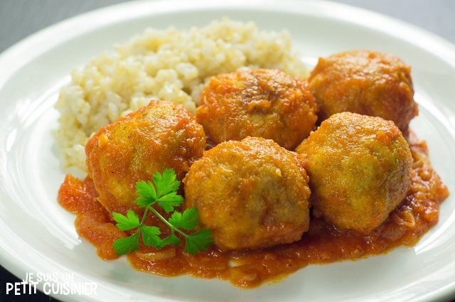 Comment faire des boulettes de poulet à la sauce tomate. Recette facile avec photos. Mes boulettes de poulet sont les meilleures. Essayez-les !