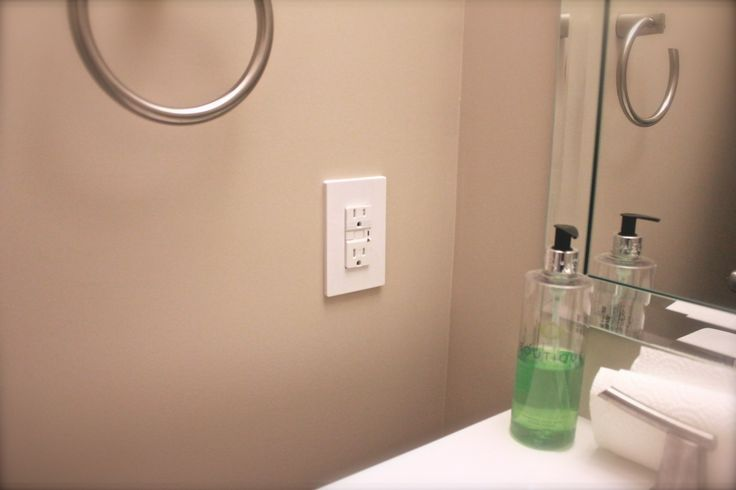 Bathroom Outlet with night light