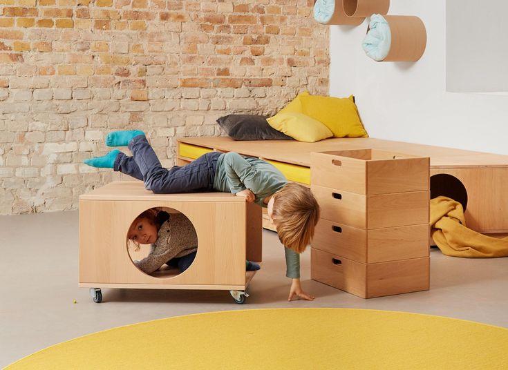 Mobiler Materialwagen für Bastelutensilien und Spielsachen #kindergarten #kindermoebel #papoq #stauraum #kidsdesign #kidsfurniture #kitaausstattung