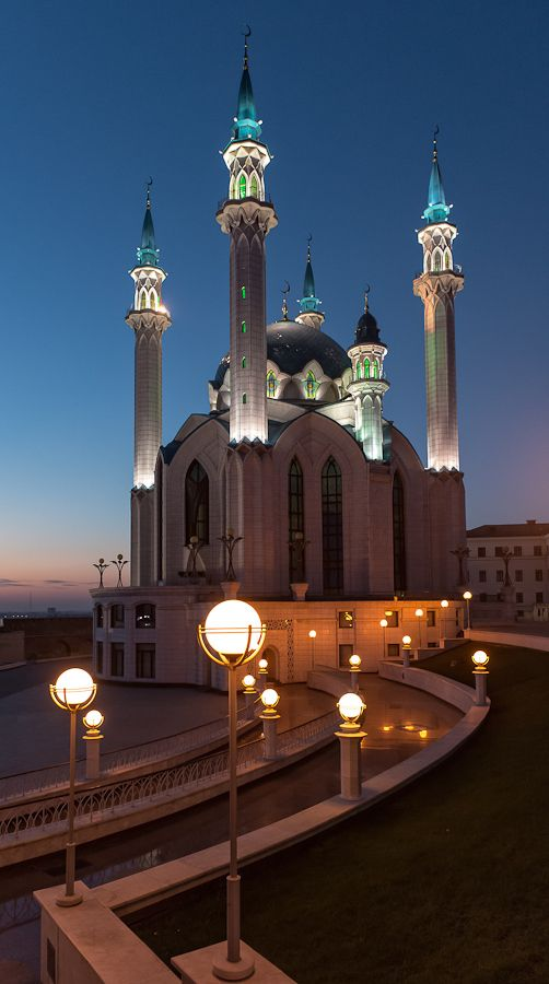 Qolşärif Mosque, Kazan, Russia - One of the most amazing buildings I have ever seen. Lit up at night, it looks like a spaceship!