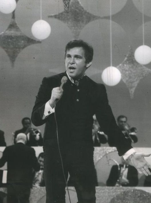 His hometown of Canonsburg, Pennsylvania named both Bobby Vinton Boulevard and the shorter adjoining Bobby Vinton Drive after their native son. Description from top5000-rocketman5000.blogspot.ca. I searched for this on bing.com/images