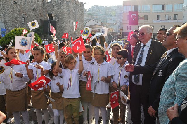 International President Mr. Barry Palmer and Mrs. Anne Palmer met and listened to the members of Kusadasi Lions Club's Kusadasi Lions Childrens' Chorus during their visit to District 118-R in Kusadasi, Turkey.