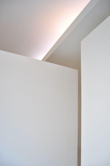 Indirect lighting and sharp architectural details, Fundación Serralves by Álvaro Siza _