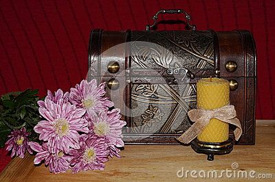 Old objects and pink chrysanthemums