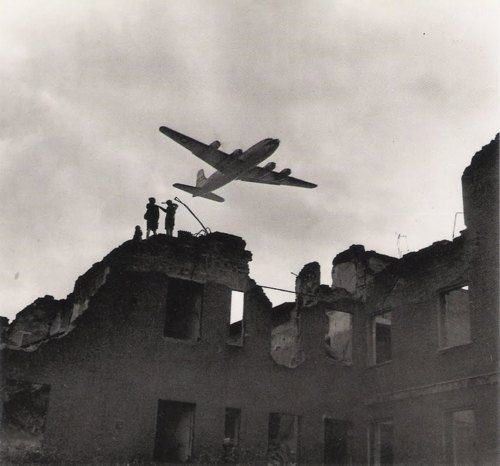 """Fenno Jacobs: """"Berlin Airlift"""", 1945"""