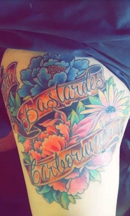 """""""Es ist ein Zitat aus meinem Lieblingsbuch """"Der Report der Magd"""". Ich habe es vor Jahren gelesen, als ich versucht habe, mein Leben zu verbessern und eine Sucht zu überwinden. Ich habe mir dieses Tattoo stechen lassen, um mich daran zu erinnern, dass ich eine starke Frau bin, die unaufhaltbar ist!""""– melaniekrull12"""