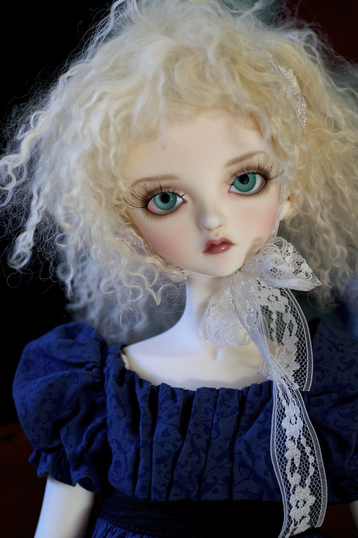 https://flic.kr/p/dYTXdA   Sky in Akiva   I finally added Akiva (the DollHeart outfit) to my collection! I love it. Sky is modeling it. She has a face-up by Leah Lilly of Froggy Duds--and she was my very first SD-sized BJD--the one who started it all. Wig by Michele Hardy, I think the eyes are glass from Mint on Card.