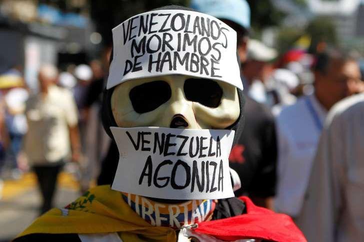 #Venezuela vive una profunda #Crisis #Política, #Económica y #Social a todo nivel; expertos señalan que su recuperación #Economíca podría llebar de 8 a 15 años debido al colapso y deblaque #Económico al que ha llegado (Reuters)