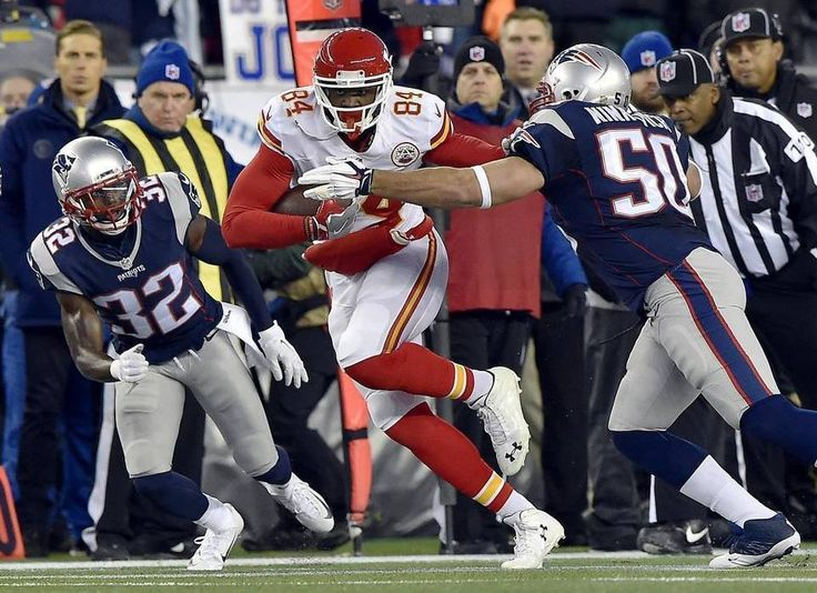 Kansas City Chiefs tight end Demetrius Harris (84) made first down yardage in the first quarter against the New England defense during the AFC divisional playoff game on Saturday, January 16, 2016 at Gillette Stadium in Foxborough, Mass.