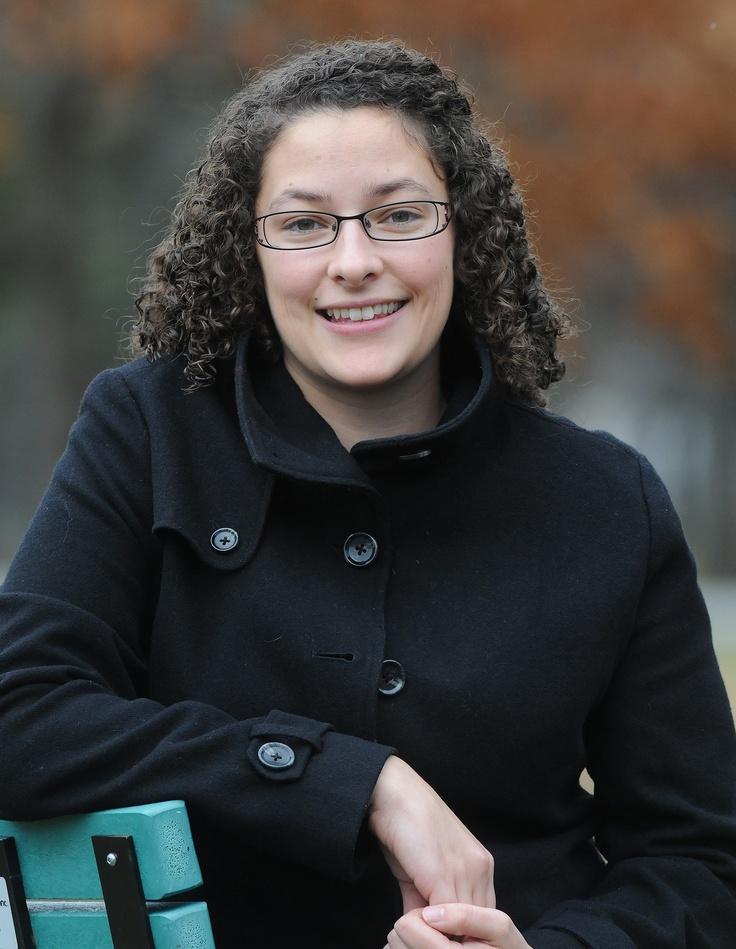 Vanessa Comtois est étudiante au doctorat en psychologie. Projet de recherche / Clown thérapeutique: un métier humanitaire - EnTête