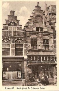 """De handel werd vanaf de middeleeuwen georganiseerd vanuit de gilden. Het viskopersgilde was uiteraard zeer rijk en dit was ook te zien aan het gebouw dat zij in gebruik hadden. In 1608 werd het gebouw """"De Crimpert Salm"""" in renaissancestijl neergezet. Dit huis werd zo genoemd naar het zogenaamde """"krimpslaan"""" van de zalm. Men gaf een slag achter de kieuwen waardoor de zalm een mooie roze kleur kreeg."""